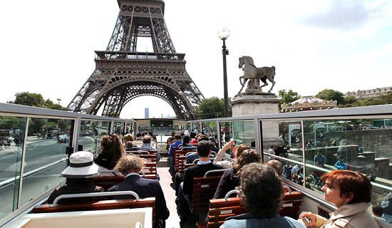You too take advantage of our Paris coach city tours.